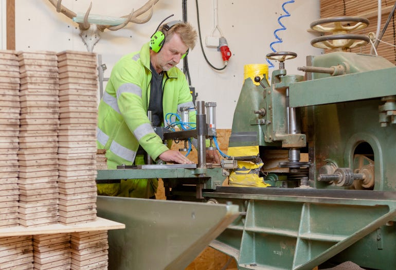 Swedish craftsman makes custom wooden floors